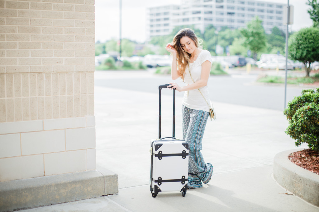 travel style, day to night, printed pants, casual style for New York, pajama pants, DVF luggage, black and white, kendra scott rayne, bayalage highlights, spring summer travel style