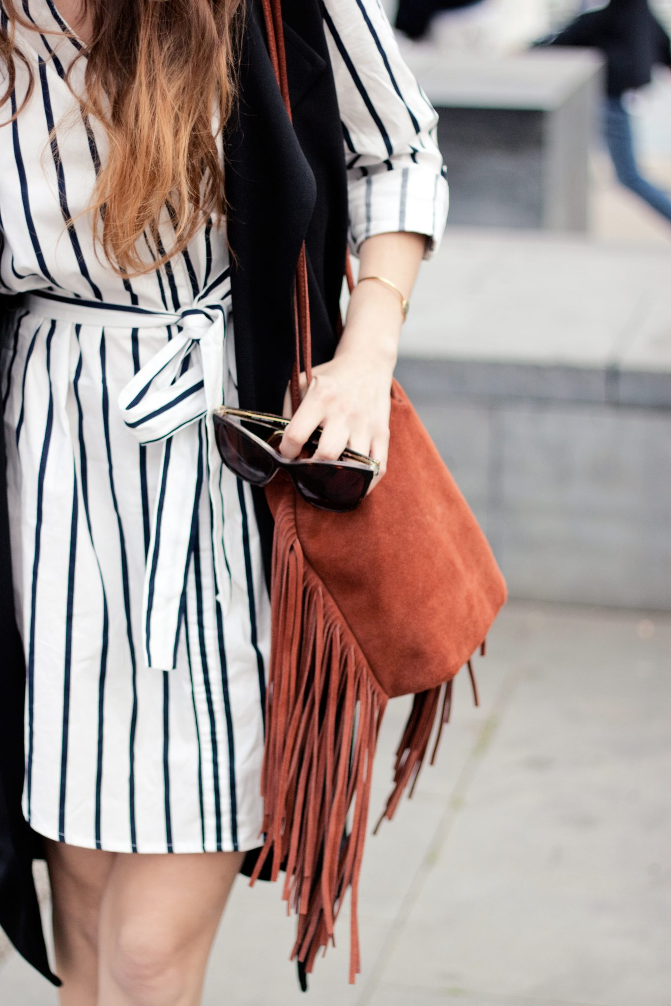 how to wear long black vest