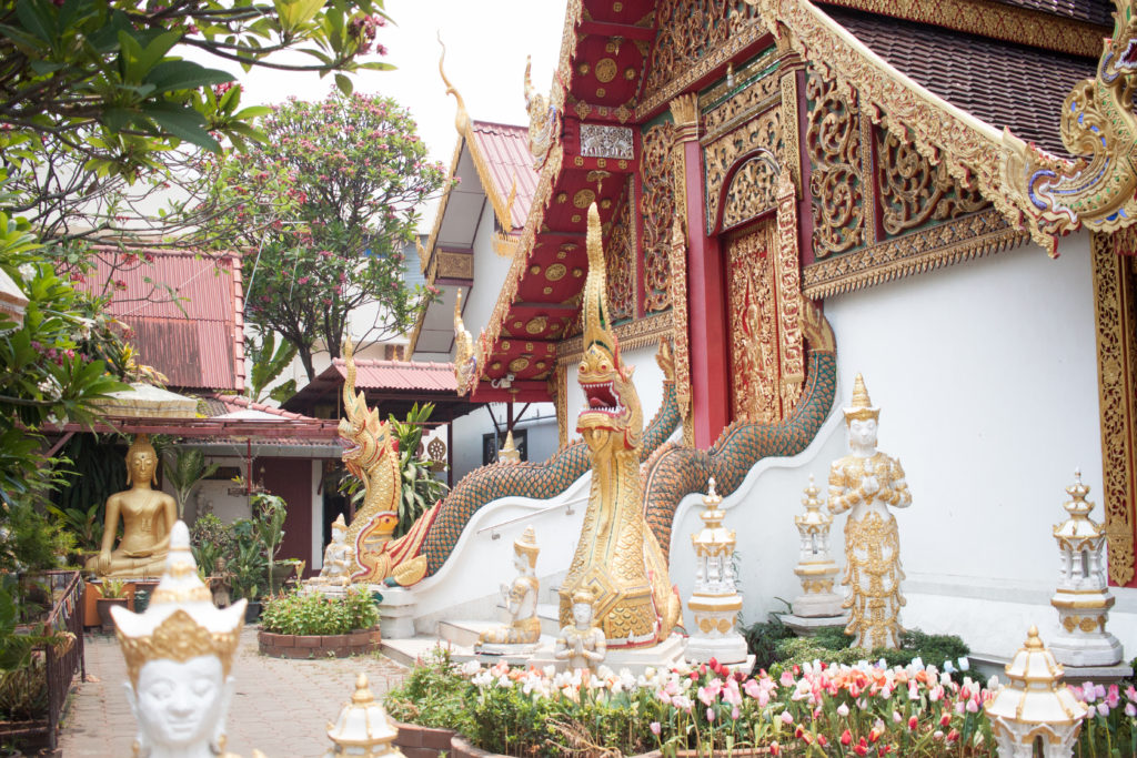 Chiang Mai buddhist temples, what to wear to the Buddhist temples in Chiang Mai, monk chats in Chiang Mai, buddhist temples in Thailand, talk to a monk in Thailand, buddhism, thai buddhism, buddhist monks in Thailand, cover your knees and shoulders at temples, dasko, dillards, comfortable shoes
