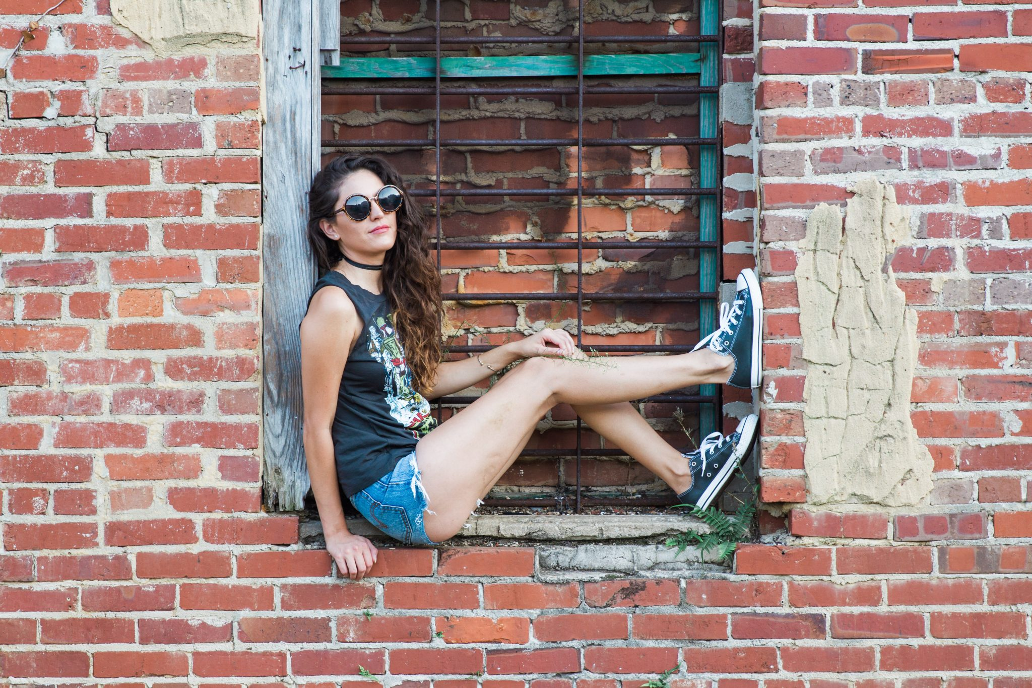 edgy style, rebellious style, star wars, grunge style, early fall style, early fall edgy outfit ideas, fall grunge outfit ideas, faux leather converse, how to style a graphic tee, levis cutoffs, black choker