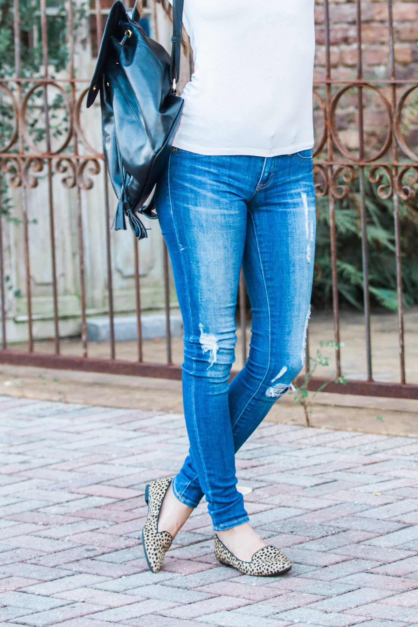 classic white tee and jeans for fall, classic fall style, simple fall style, how to wear a t shirt and jeans, red lipstick