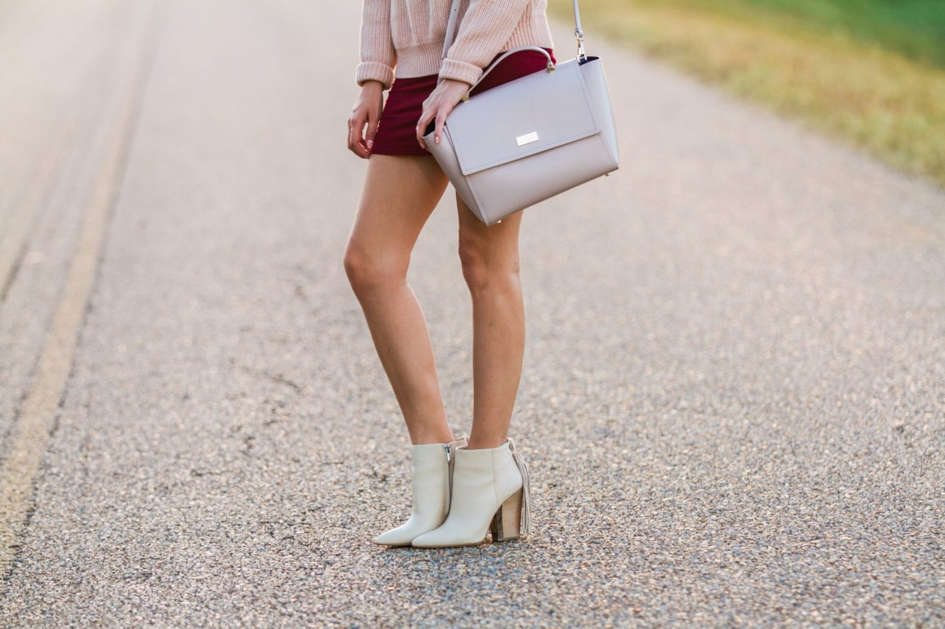 blush and wine color combination, best color combinations for fall, what colors to wear together for fall, pink and red, blush and burgundy, kate spade lilah, how to wear a floppy hat for fall, how to wear a wide brim hat for fall, fall style, fall trends, fall trendy style, fall outfit ideas