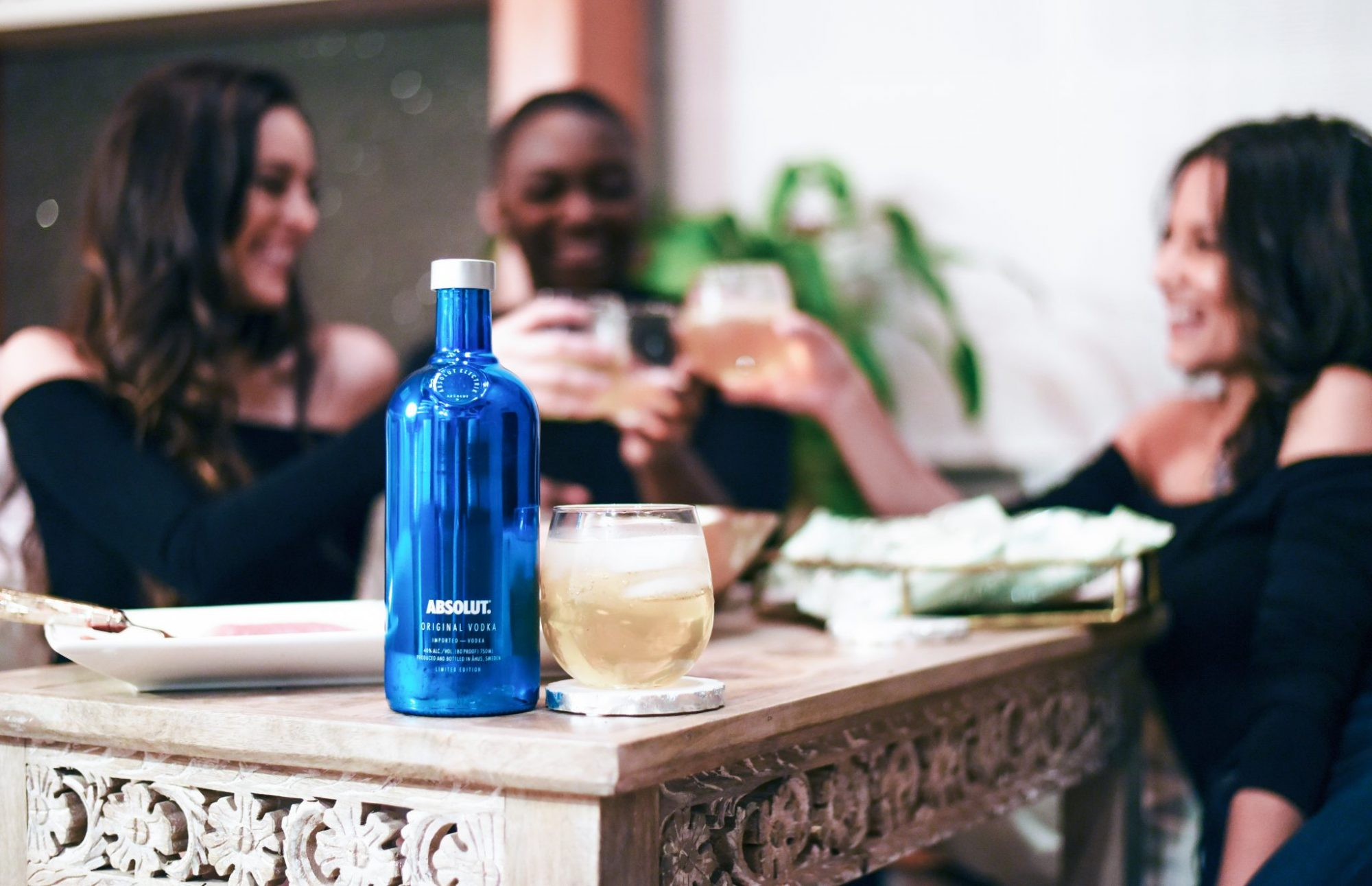 absolut nights, holiday party, winter girls night in, cozy girls night in, absolut electric limited edition holiday bottle