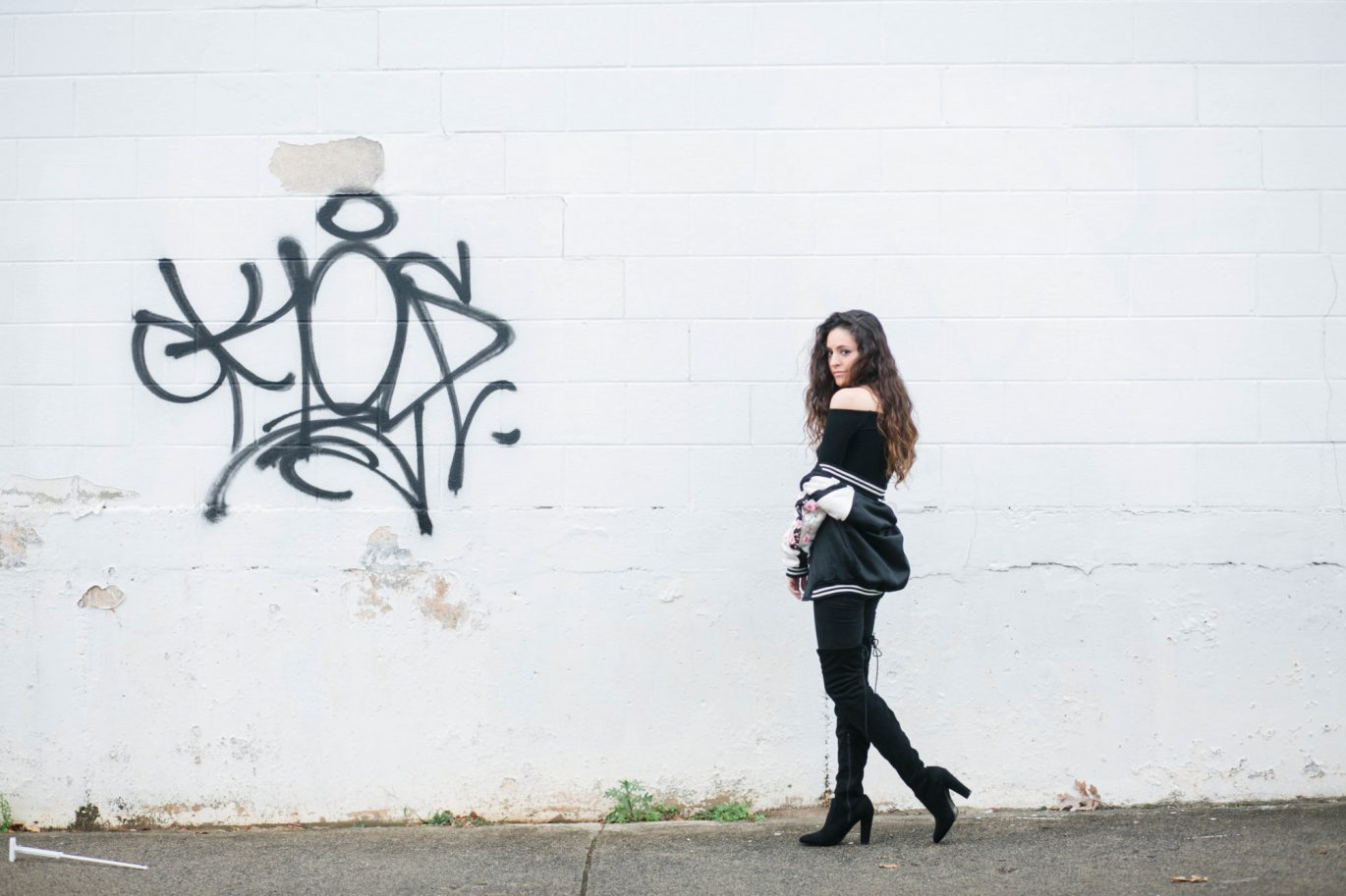 all black outfit ideas, winter outfits, over the knee boots, how to wear over the knee boots, how to wear all black, winter style