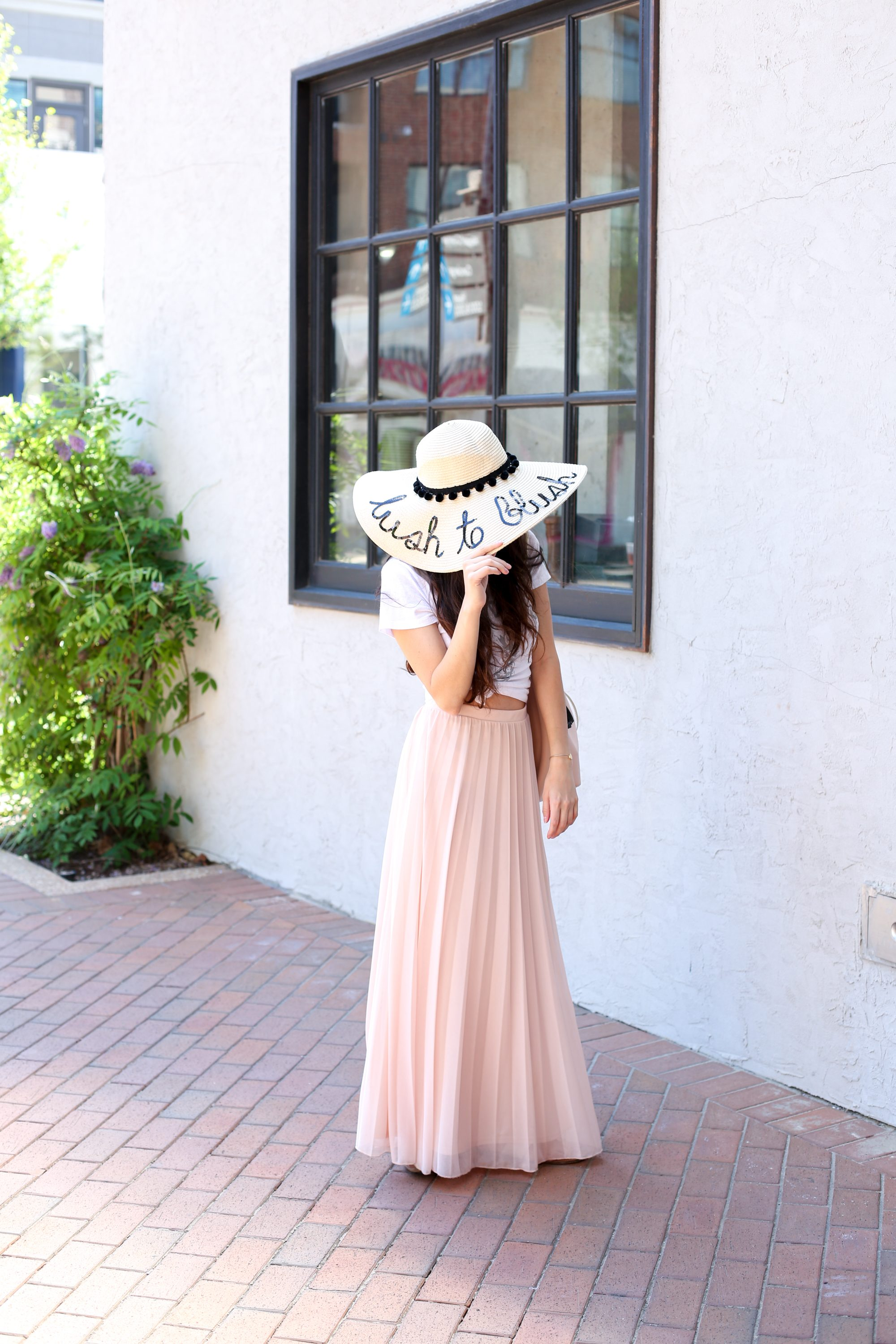 mexican-inspired style, pink maxi skirt, how to wear a maxi skirt, how to style a maxi skirt, summer outfit ideas, spring outfit ideas, travel style, vacation style, resort wear
