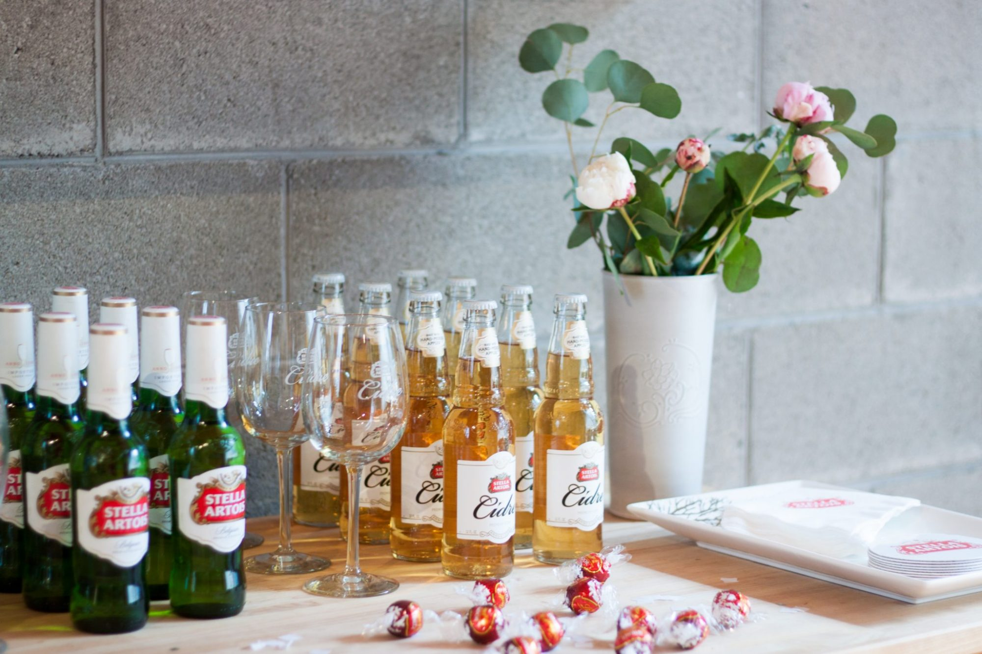 stella artois, boho glam party decor, party hosting tips, boho glam party ideas, summer party ideas, happy hour party, summer hosting, stella cidre, stella lager, laurie duncan art, how to decorate for a party, summer party ideas