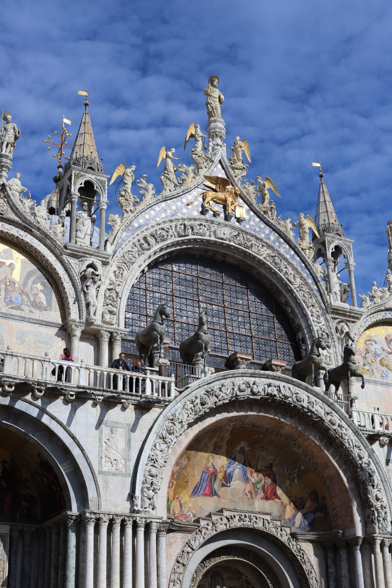 livitaly tours review, venice italy, venice tours, what to do in Venice, St. Mark's Basilica Venice, Support Venice, Lorenzo Quinn, Venice walking tour, Fondaco dei Tedeschi rooftop terrace, gondola ride venice, what to wear in venice, venice in September