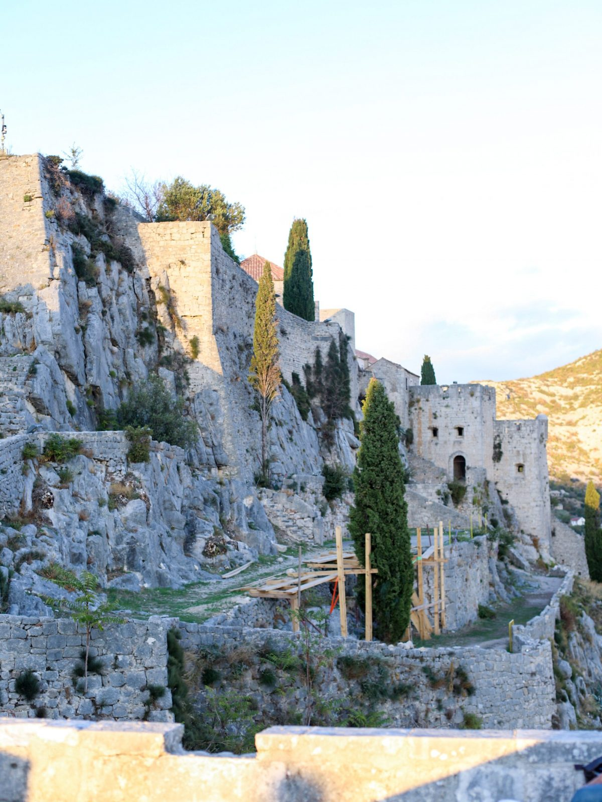 meereen game of thrones, klis fortress, split croatia, game of thrones filming locations, khaleesi meereen
