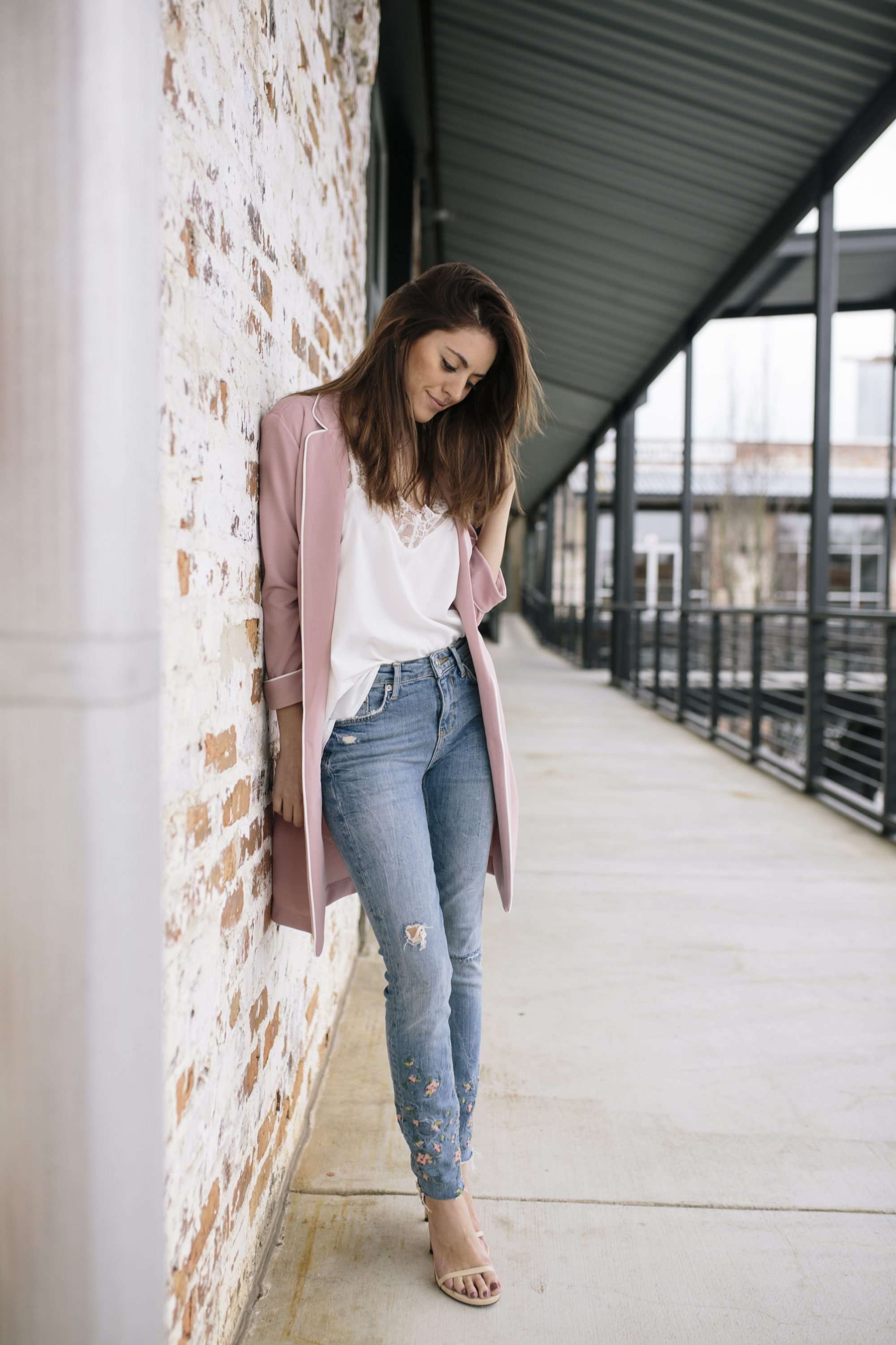 wet seal MORNING RISE DUSTER BLAZER IN LIGHT PINK, press lace tank, spring transition outfit ideas, how to wear pink, how to wear a lace camisole, spring looks, stuart weitzman nudist