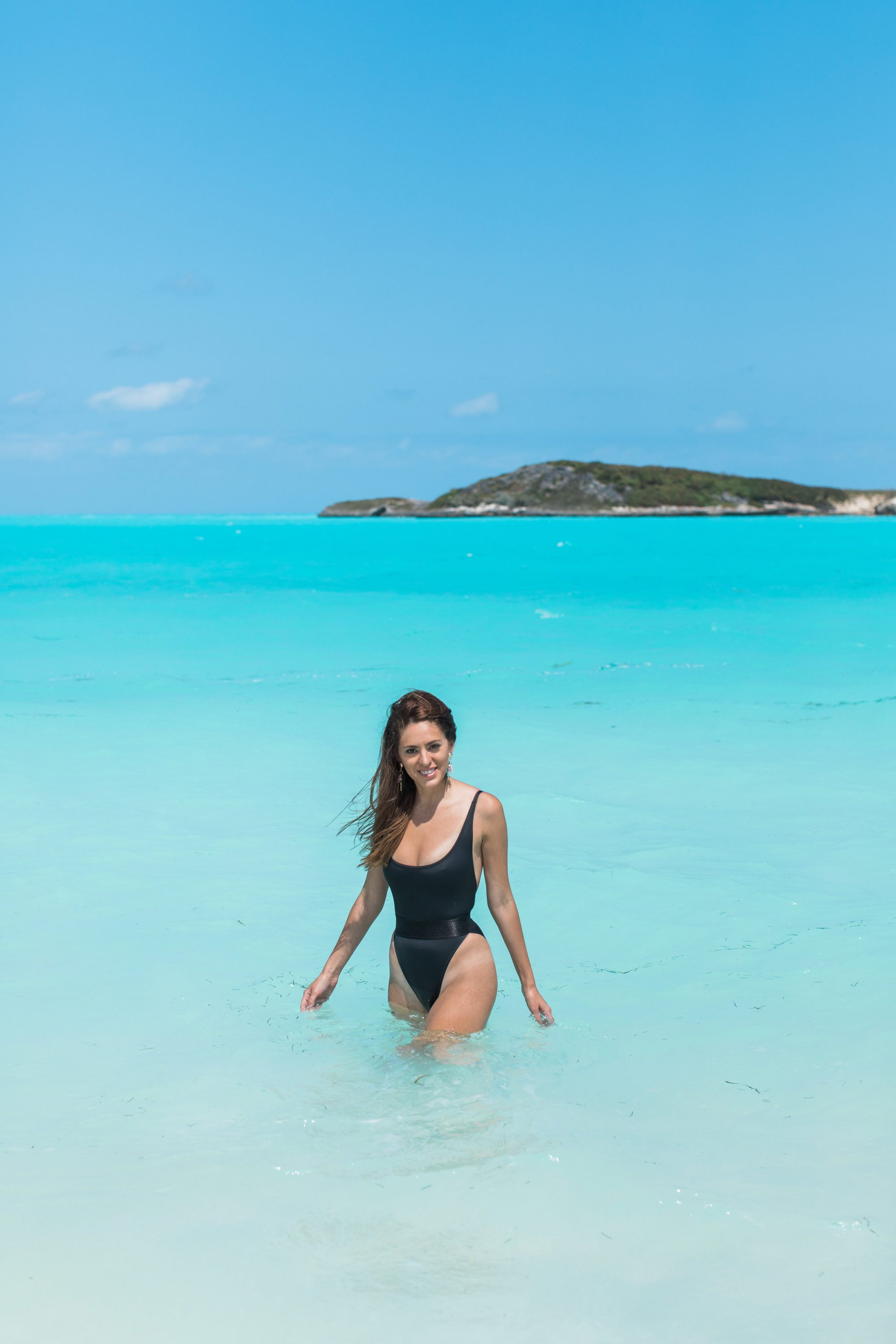 Luxury travel & lifestyle blogger, Lush to Blush shares the ultimate Exuma travel guide. Exuma is the most beautiful islands.