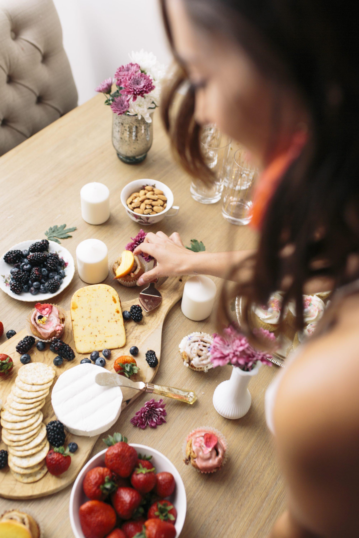 Summer entertaining, summer hosting, how to host a party, summer party decor, summer hosting tips