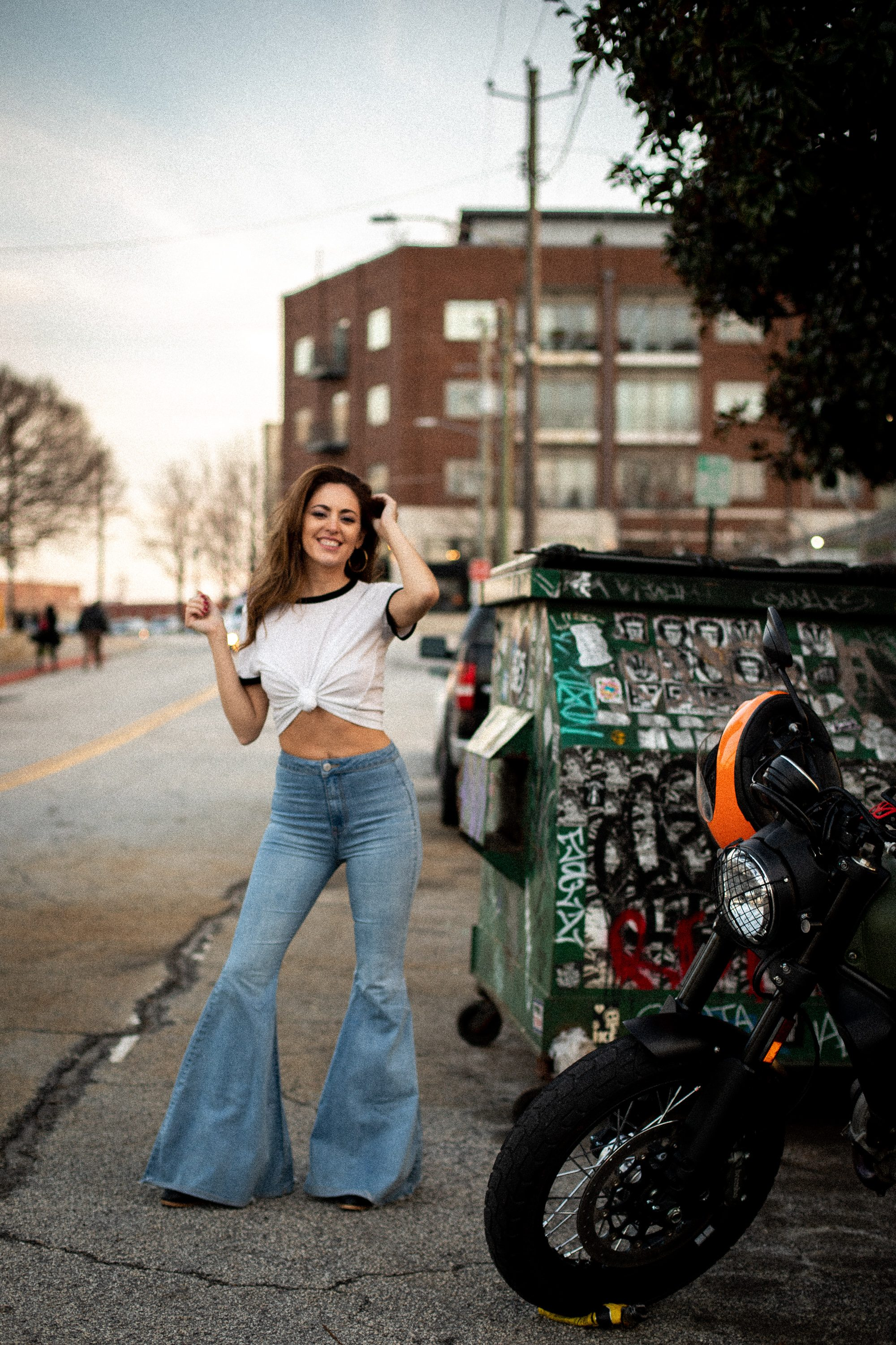 70s style, casual 70s outfit ideas, how to wear bell bottoms, how to wear a ringer tee, elliott street pub, casual style