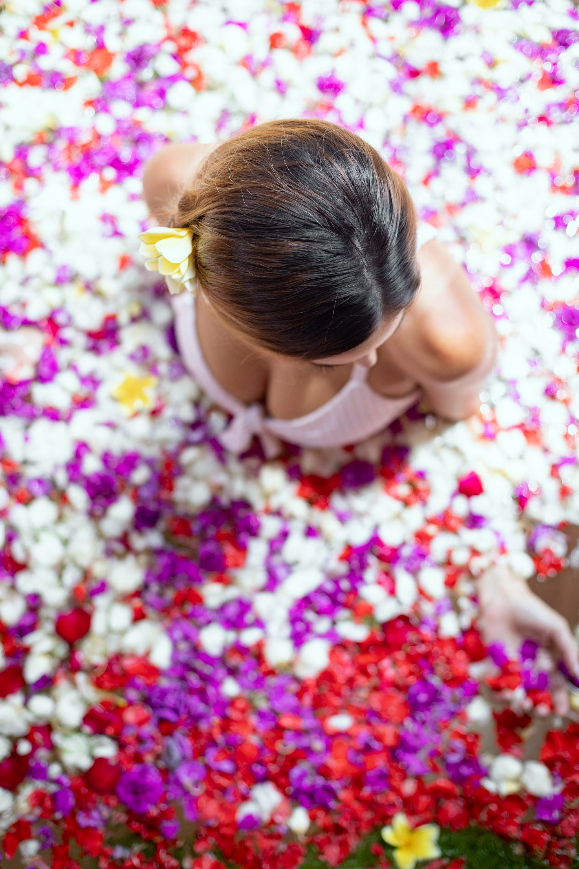bali flower bath, where to have a flower bath in bali, sankara suites ubud, flower bath ubud, flower bath photos, sankara suites flower bath