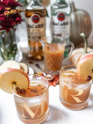 friendsgiving cocktail recipe, bacardi friendgiving punch, friendsgiving drink ideas, fall cocktail recipe, fall drink ideas, apple cinnamon alcohol drink, apple cinnamon fall cocktail, drink ideas for parties, fall drinks