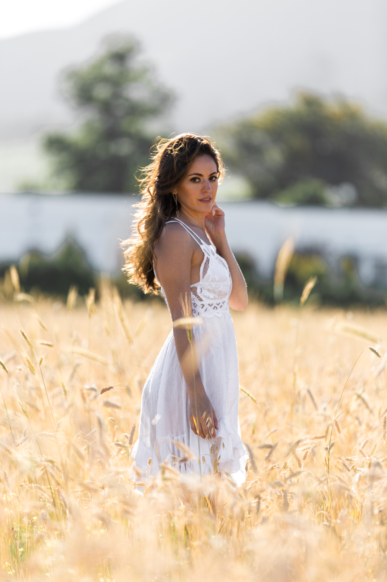 Luxury travel & lifestyle blogger, Megan Elliot at Lush to Blush shares a look at a golden hour photo shoot while traveling to Groot Constantia in Cape Town.