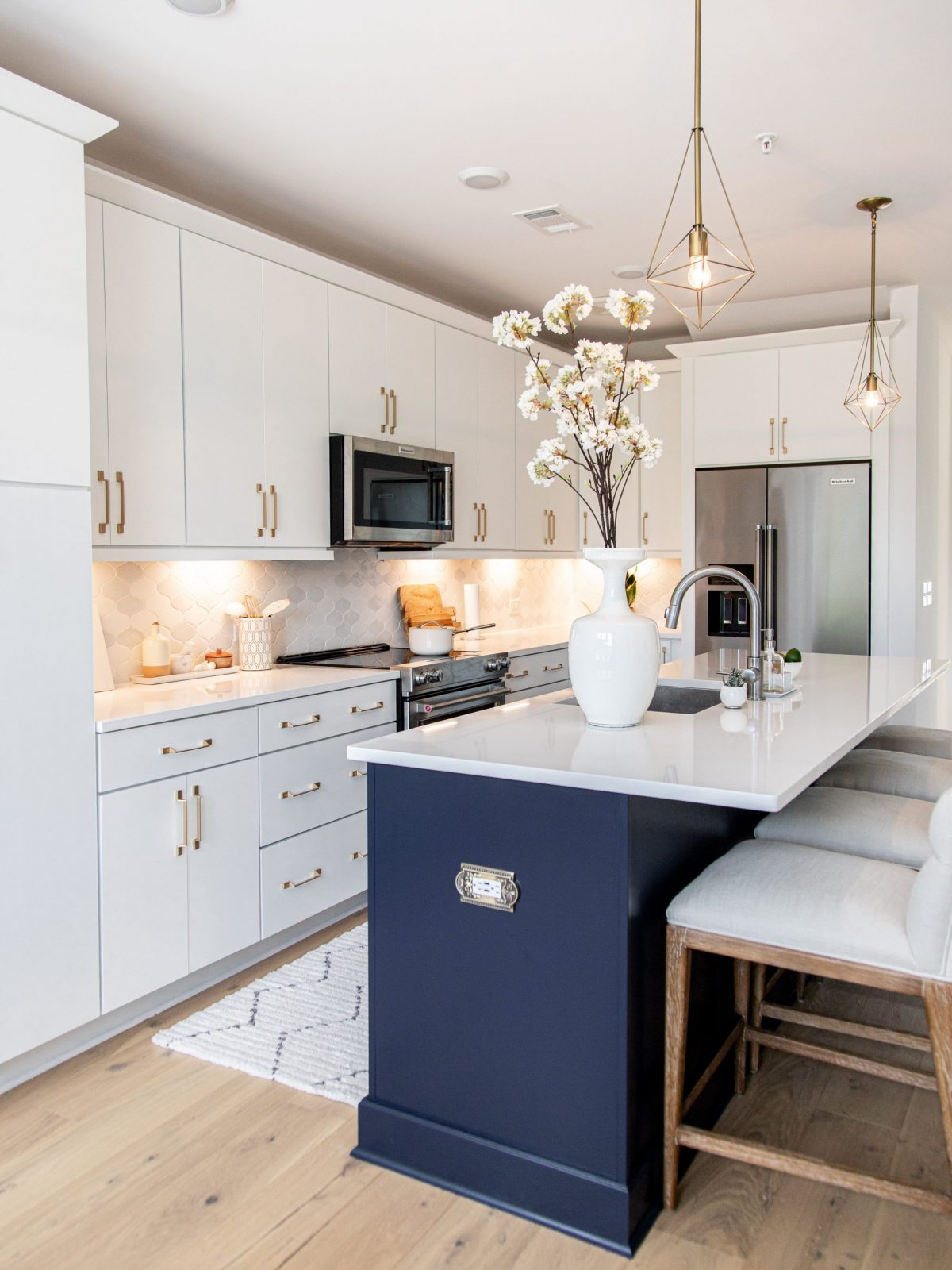 Bright white kitchen, kitchen makeover, kitchen transformation, schaub and company san marco collection, frontgate review, fontgate Gramercy Bar & Counter Stool in Sandstone, kitchen renovation, luxury kitchen design, kitchen before and after