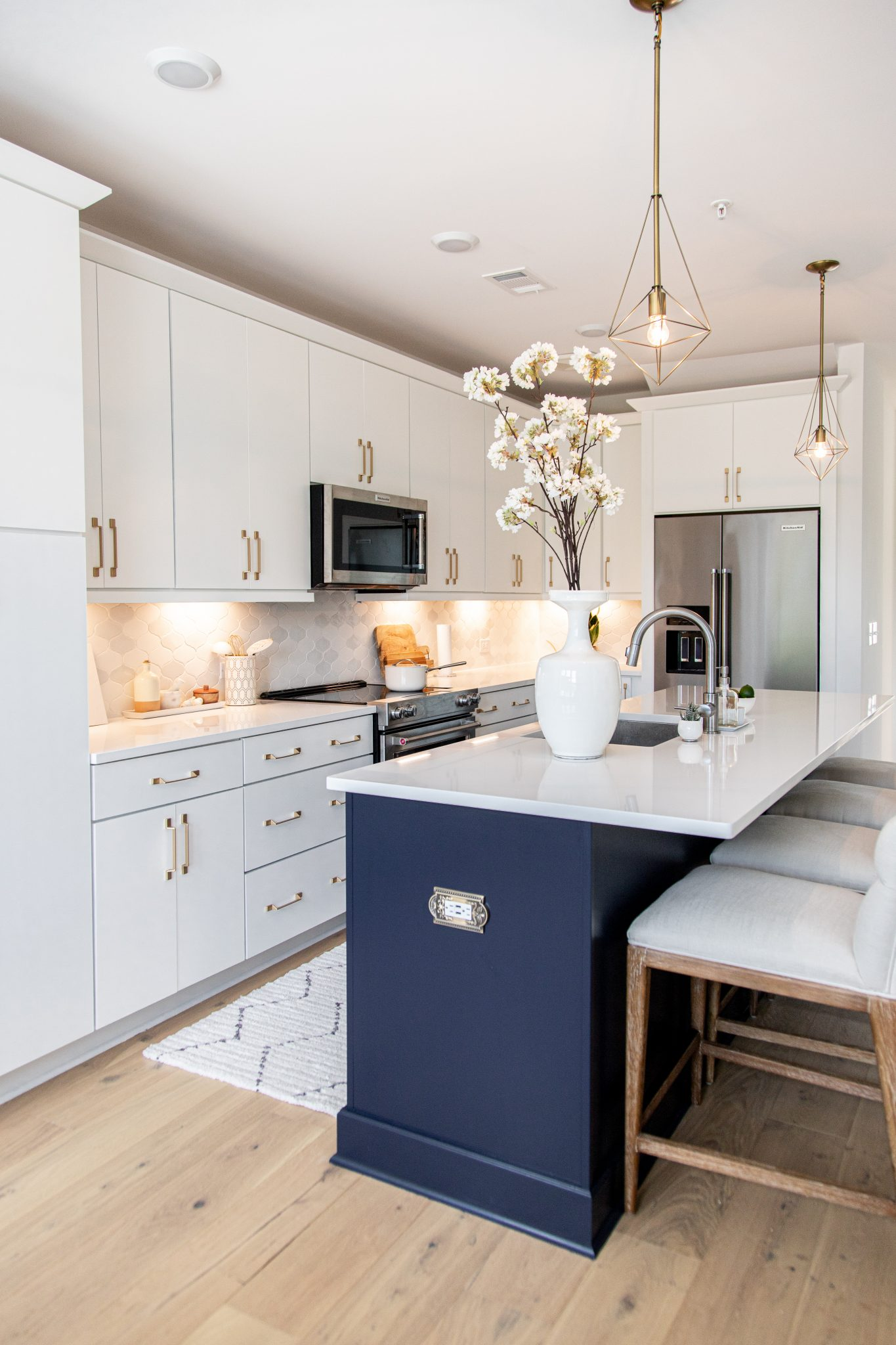 Bright white kitchen, kitchen makeover, kitchen transformation, schaub and company san marco collection, frontgate review, fontgate Gramercy Bar and Counter Stool in Sandstone, kitchen renovation, luxury kitchen design, kitchen before and after
